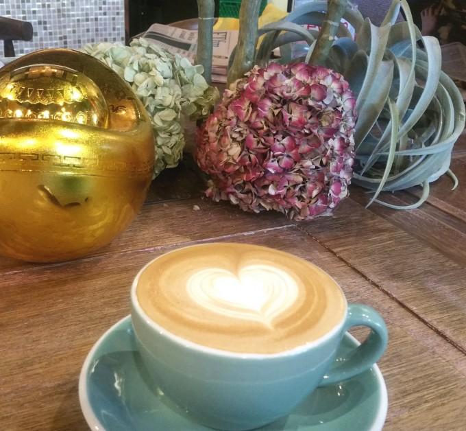 銅鑼湾のコーヒーショップ