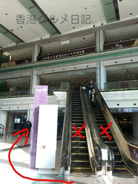 ホンハムのショッピングモール内エスカレーター