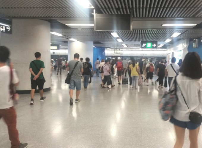 香港駅構内