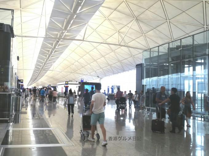 香港空港内の写真