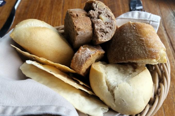 ランチメニューのパン