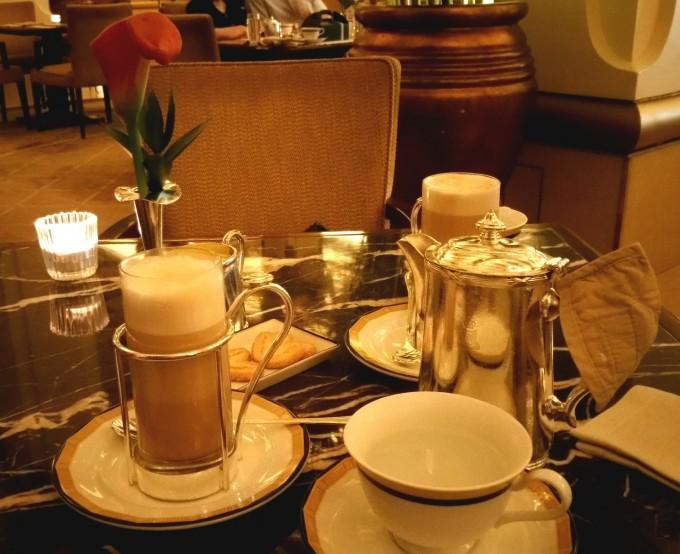 香港ペニンシュラホテルのロビーラウンジ