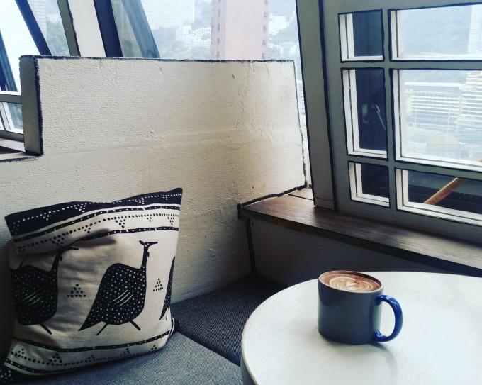 カフェのクッションとソファー