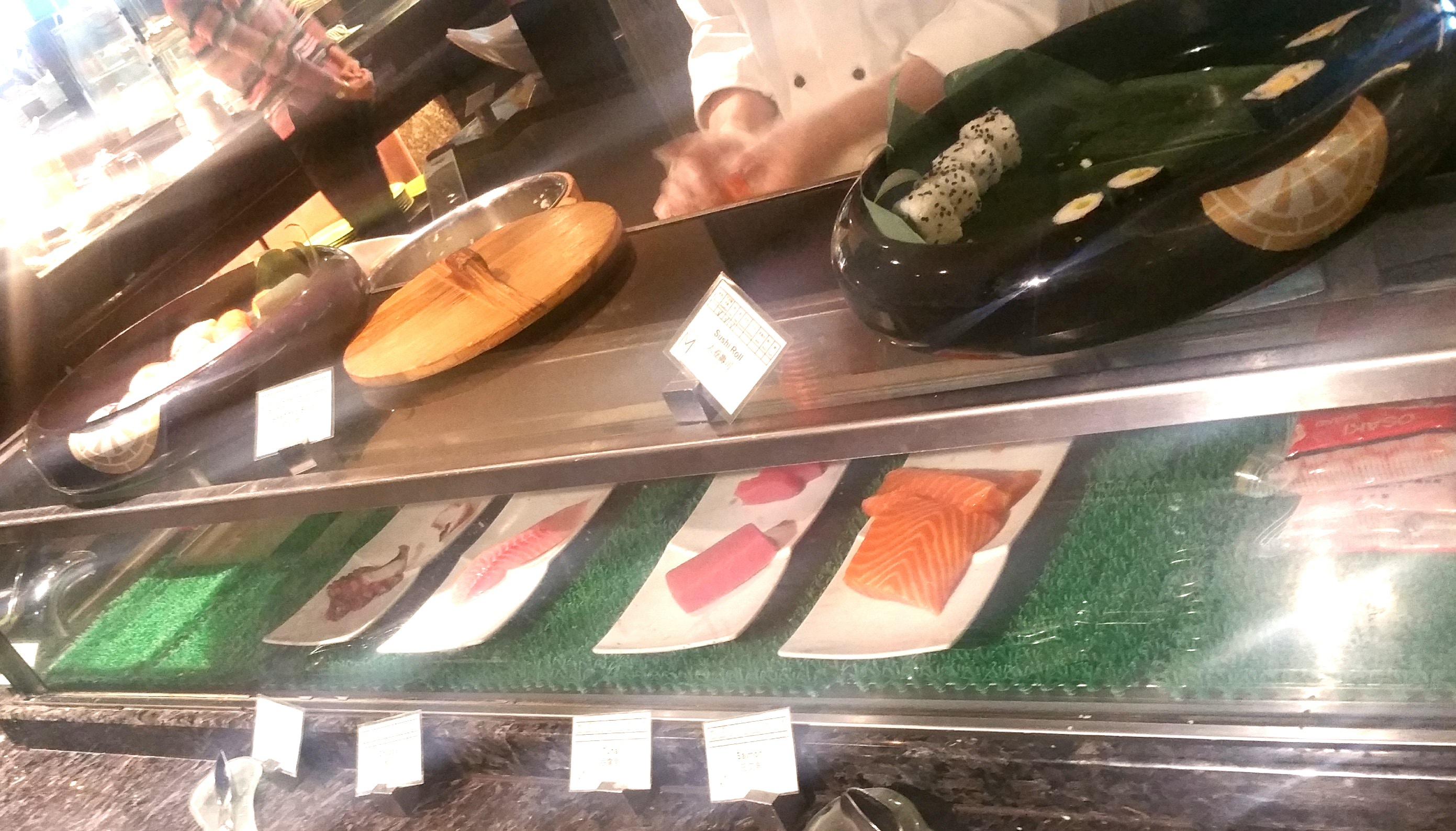 刺し身と寿司コーナー