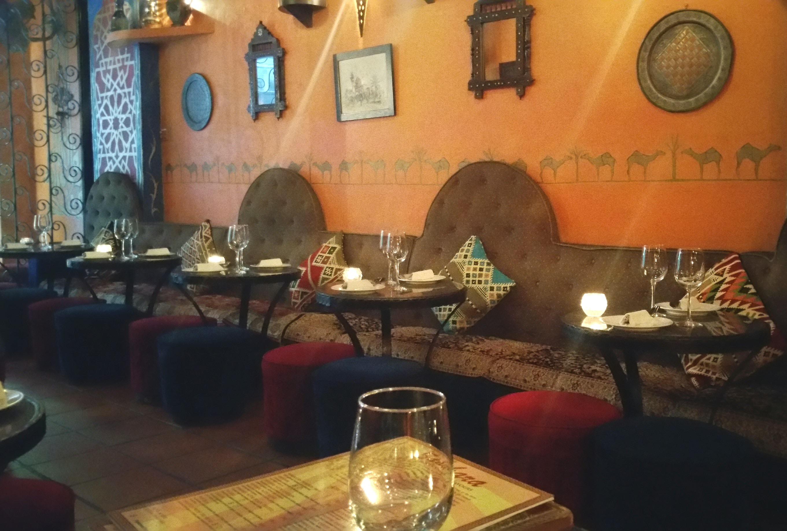 中東料理レストランのインテリア