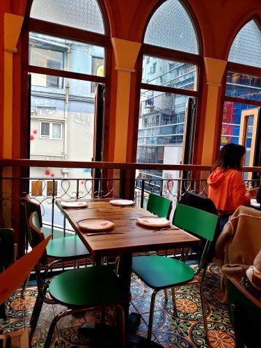 中東料理店のインテリア