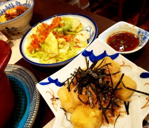 揚げ出し豆腐と小海老とキャベツの炒め物